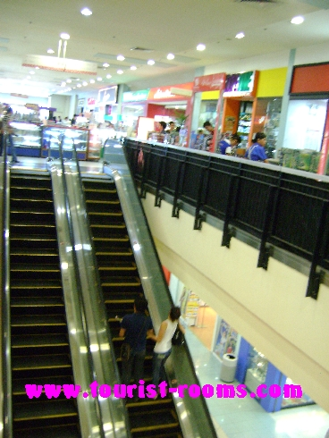 ESCALATOR AT FORUM ROBINSONS SHOPPING MALL, GATEWAY GARDEN HEIGHTS,GATEWAY GARDEN HEIGHTS,MANILA APARTMENTS FOR RENT,APARTMENT NEAR BONI MRT STATION FOR RENT,APARTMENT NEAR FORUM ROBINSONS MALL FOR RENT,APARTMENT AT MANDALUYONG FOR RENT,MANDALUYONG APARTMENT,MANDALUYONG APARTMENT FOR RENT
