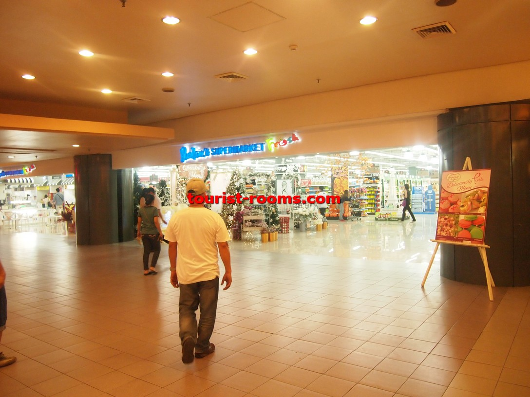 Photos of sm megamall shopping mall and edsa shangri la for Nearby boutiques