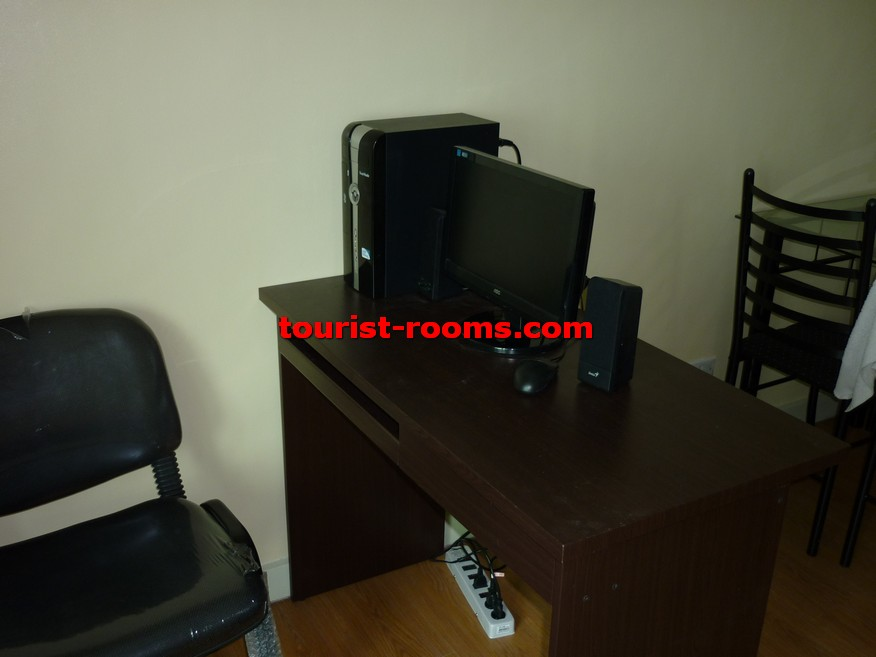 COMPUTER AND TABLE AT  GATEWAY GARDEN HEIGHTS,GATEWAY GARDEN HEIGHTS,MANILA APARTMENTS FOR RENT,APARTMENT NEAR BONI MRT STATION FOR RENT,APARTMENT NEAR FORUM ROBINSONS MALL FOR RENT,APARTMENT AT MANDALUYONG FOR RENT,MANDALUYONG APARTMENT,MANDALUYONG APARTMENT FOR RENT