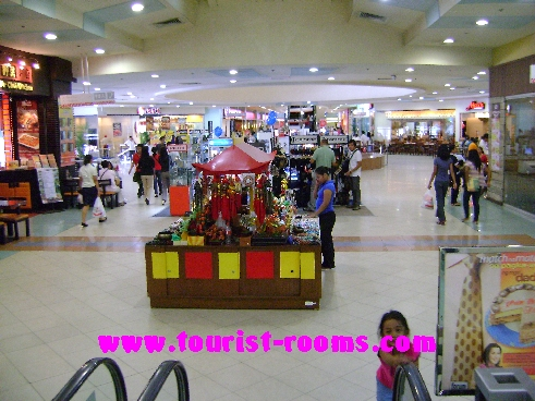 SHOPS AT FORUM ROBINSONS SHOPPING MALL,GATEWAY GARDEN HEIGHTS,MANILA APARTMENTS FOR RENT,APARTMENT NEAR BONI MRT STATION FOR RENT,APARTMENT NEAR FORUM ROBINSONS MALL FOR RENT,APARTMENT AT MANDALUYONG FOR RENT,MANDALUYONG APARTMENT,MANDALUYONG APARTMENT FOR RENT